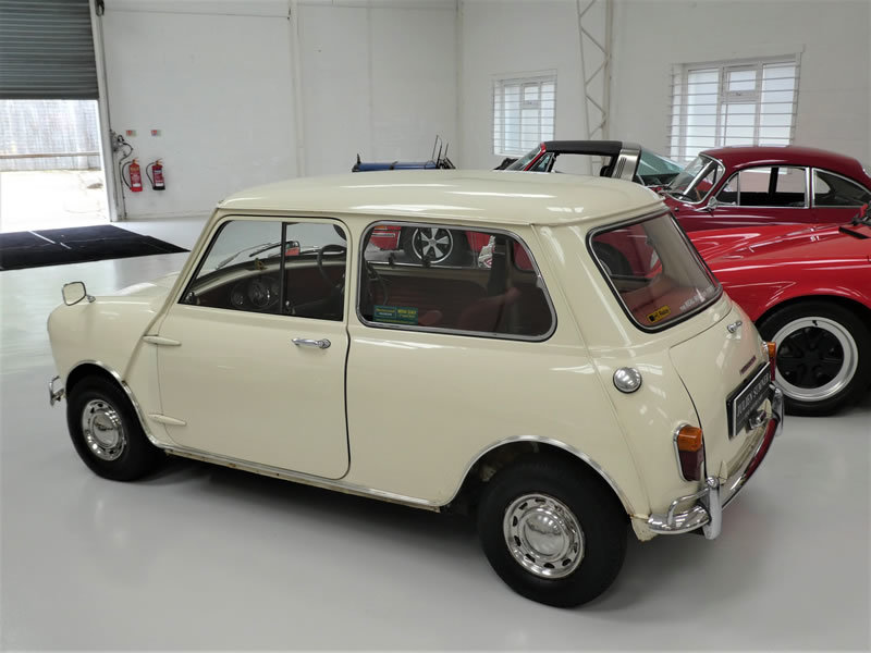 1965 Morris Mini Super De-Lux Saloon - One Family Owner From New  SOLD (picture 3 of 6)