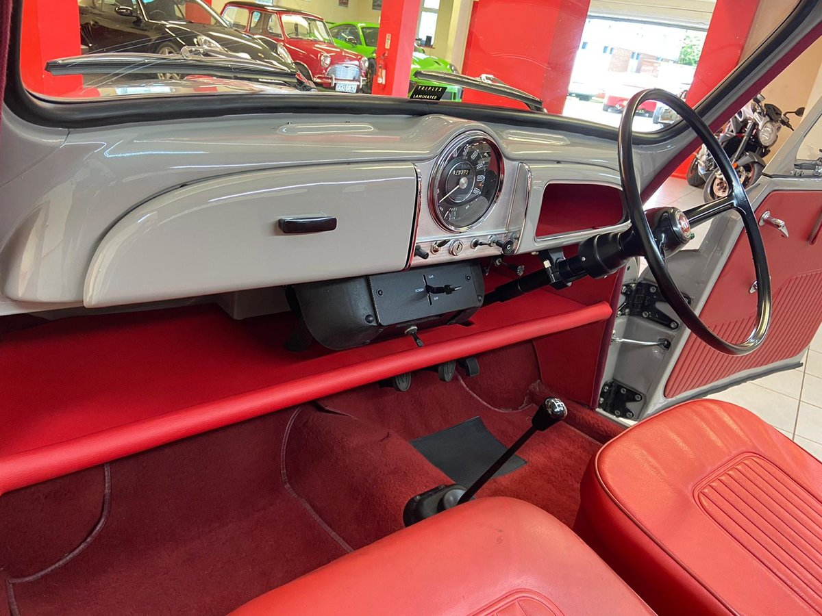 1965 MORRIS MINOR (NUT AND BOLT RESTORATION) CONCOURSE !! For Sale (picture 3 of 6)