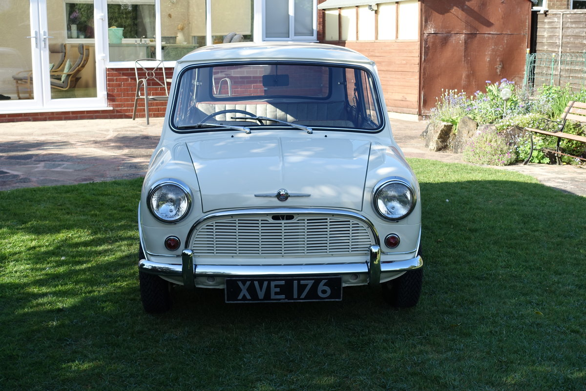 1960 Morris Mini DeLuxe SOLD (picture 1 of 6)