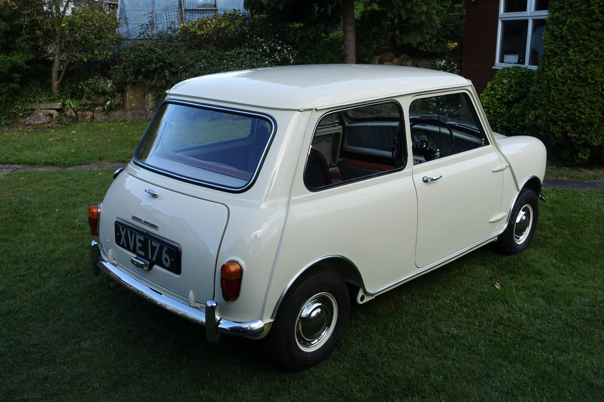 1960 Morris Mini DeLuxe SOLD (picture 2 of 6)