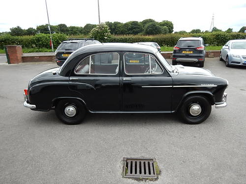 1955 MORRIS OXFORD Series II ~ Genuine 18499 Miles ~  SOLD (picture 3 of 6)