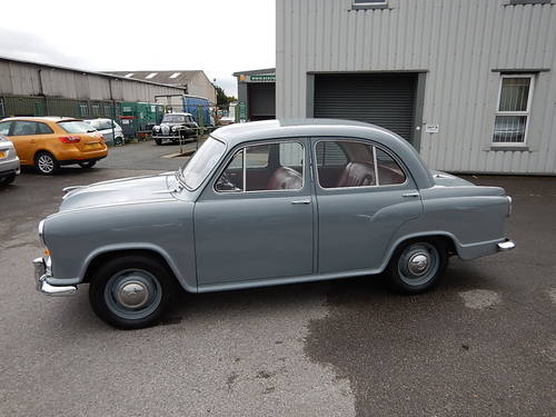 1957 MORRIS OXFORD Series lll Saloon ~  SOLD (picture 1 of 6)