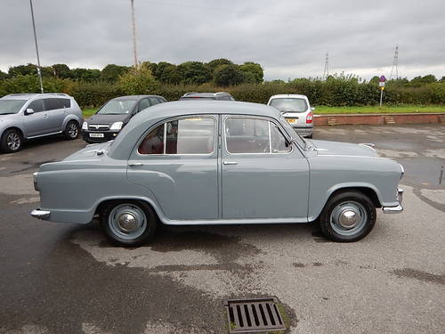 1957 MORRIS OXFORD Series lll Saloon ~  SOLD (picture 3 of 6)