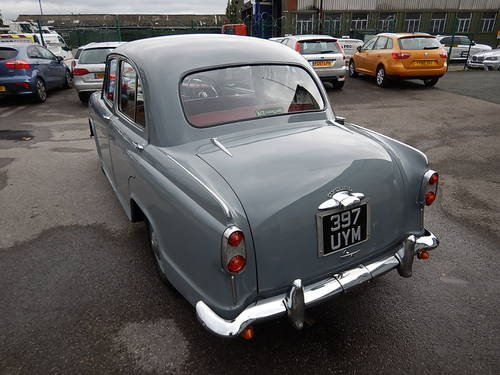 1957 MORRIS OXFORD Series lll Saloon ~  SOLD (picture 4 of 6)