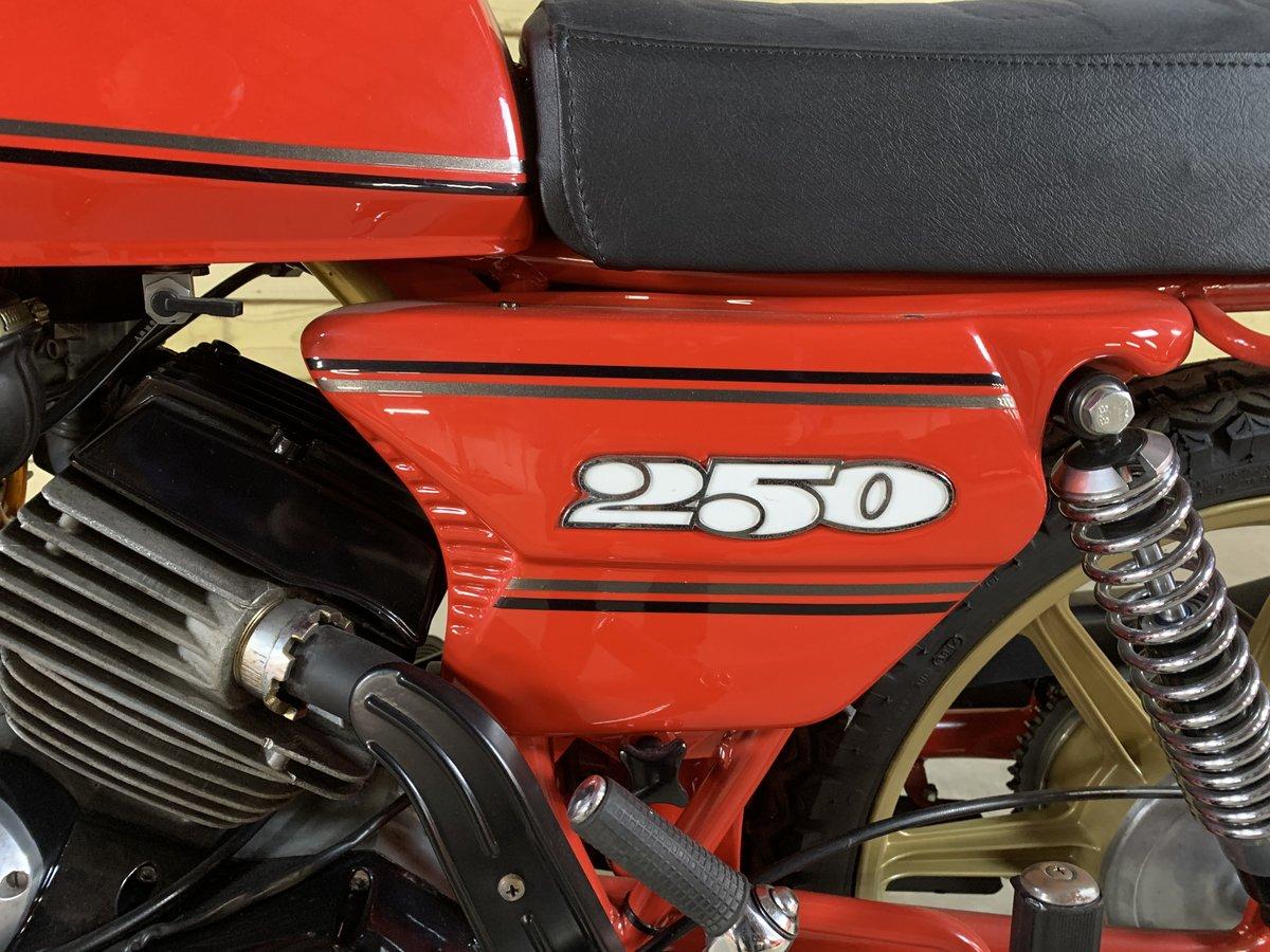 1982 MOTO MORINI 250 2C V TWIN For Sale (picture 2 of 6)