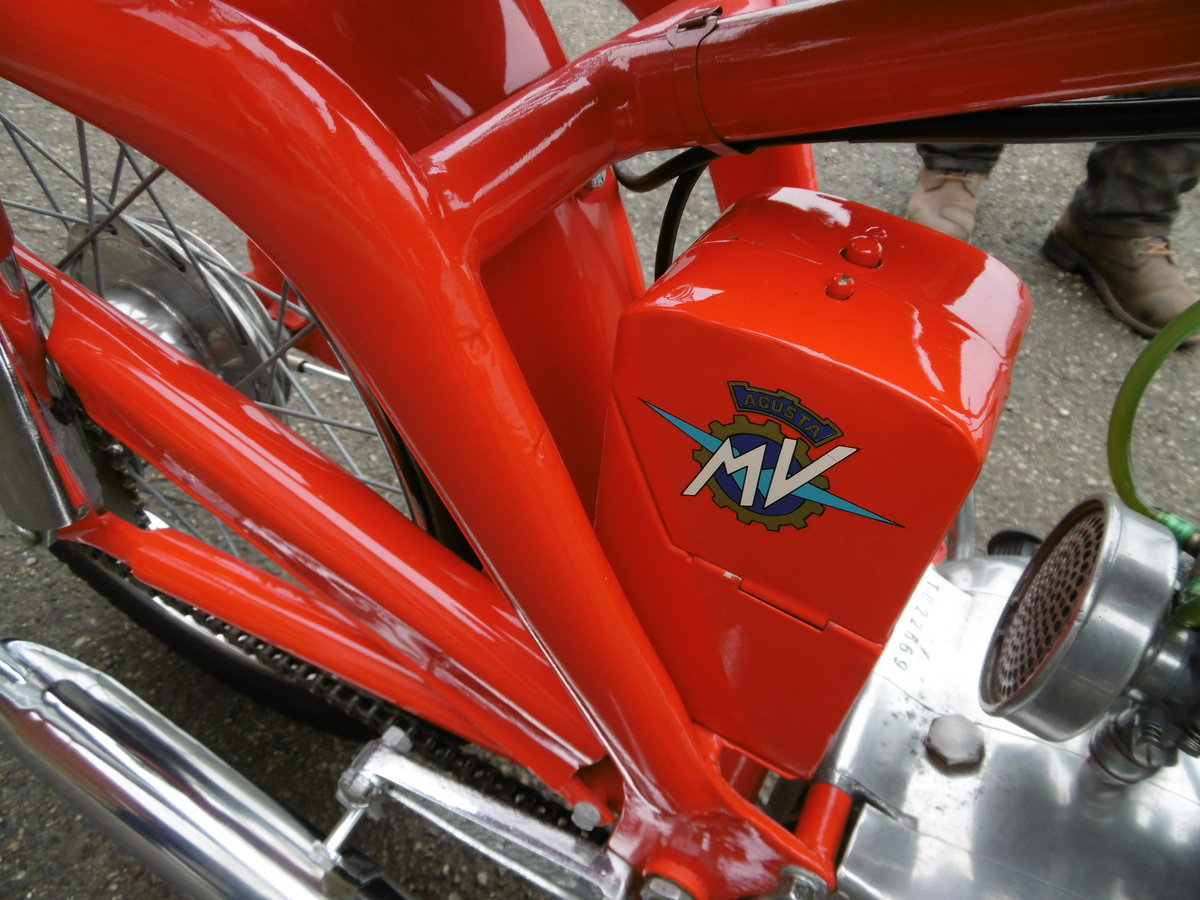 1952 MV125 FULL NUT AND BOLT RESTORATION  SOLD (picture 2 of 6)