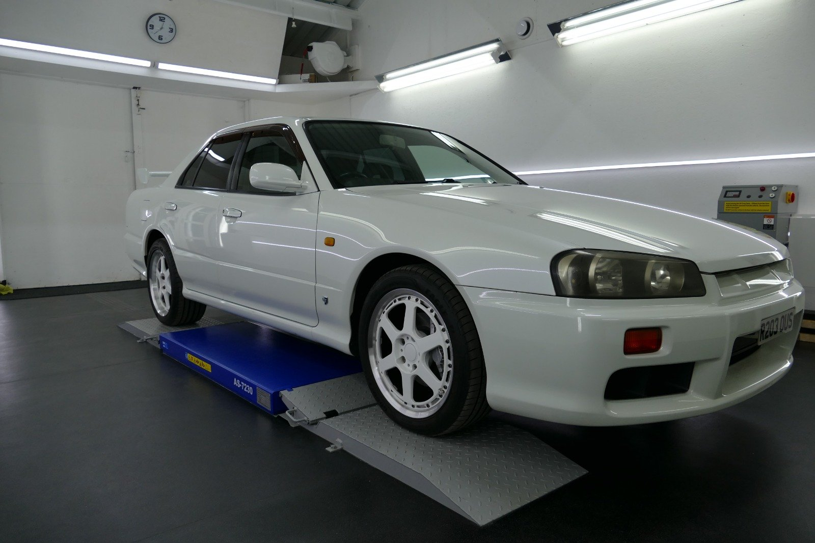 1998 Nissan Skyline R34 4 door Non Turbo Tiptronic For Sale (picture 1 of 6)