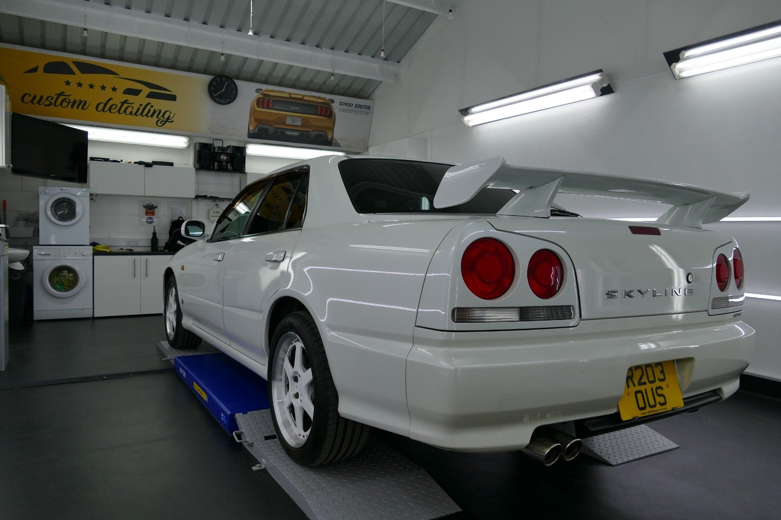 1998 Nissan Skyline R34 4 door Non Turbo Tiptronic For Sale (picture 2 of 6)