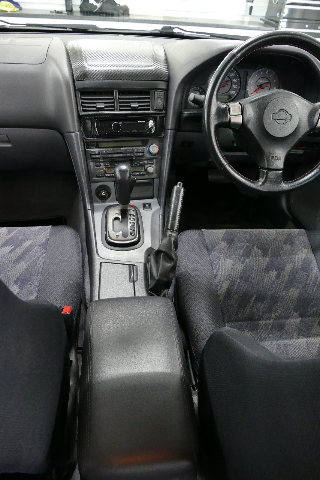 1998 Nissan Skyline R34 4 door Non Turbo Tiptronic For Sale (picture 3 of 6)