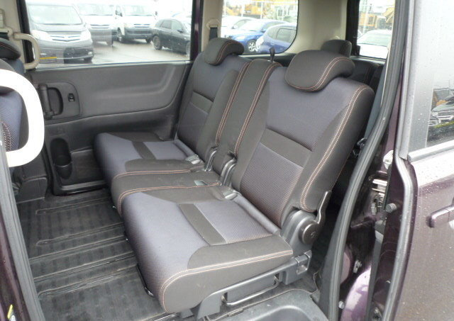 2007 NISSAN SERENA FACELIFT 2.0 HIGHWAY STAR URBAN * 8 SEATER For Sale (picture 4 of 6)