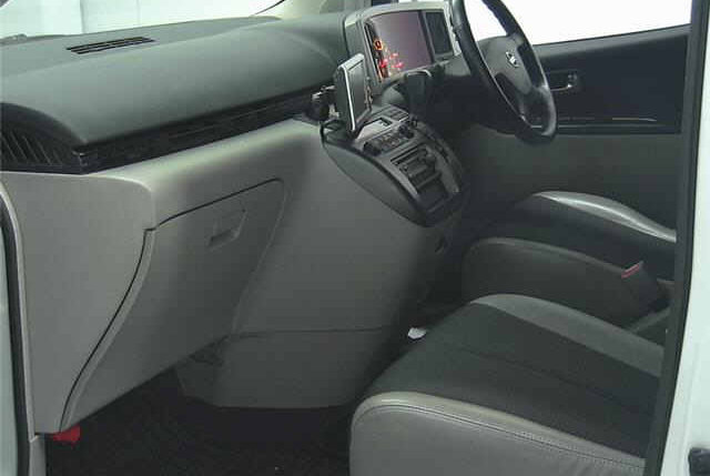2004 NISSAN ELGRAND 3.5 AUTOMATIC 4X4 8 SEATER CAMPER For Sale (picture 3 of 3)