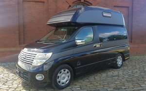 NISSAN ELGRAND 2.5 4X4 DAY VAN RARE HIGH TOP CAMPER *