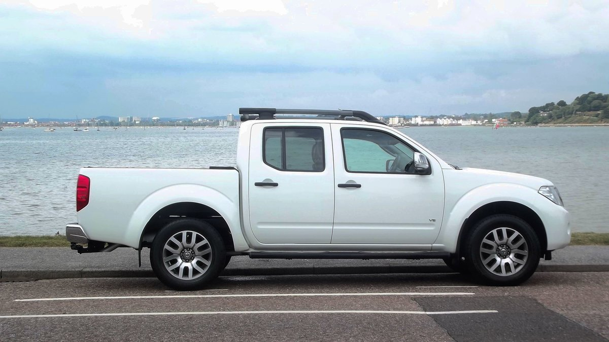 2013 NISSAN NAVARRA OUTLAW DCI V6 3.0 AUTO DOUBLE CAB 4WD PICK UP SOLD (picture 3 of 6)