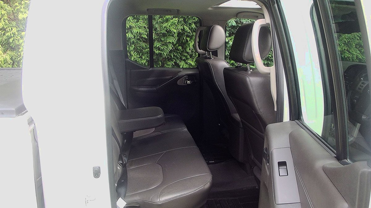 2013 NISSAN NAVARRA OUTLAW DCI V6 3.0 AUTO DOUBLE CAB 4WD PICK UP SOLD (picture 4 of 6)