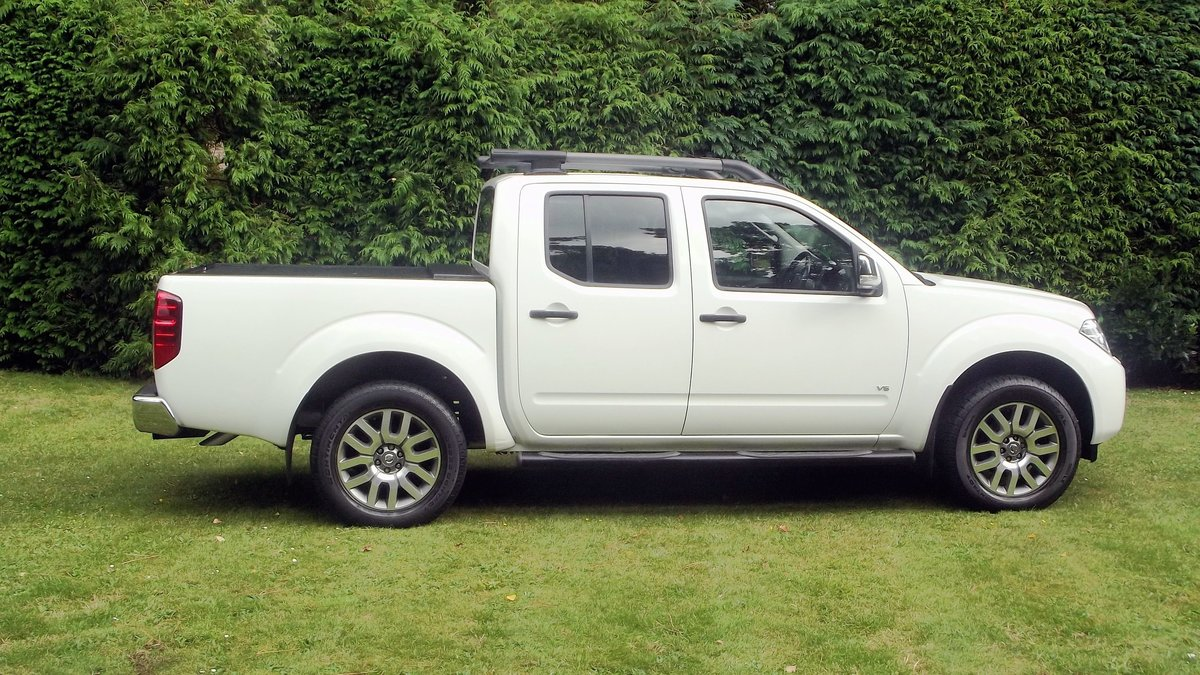 2013 NISSAN NAVARA OUTLAW DCI V6 3.0 AUTO DOUBLE CAB 4WD PICK UP SOLD (picture 2 of 6)