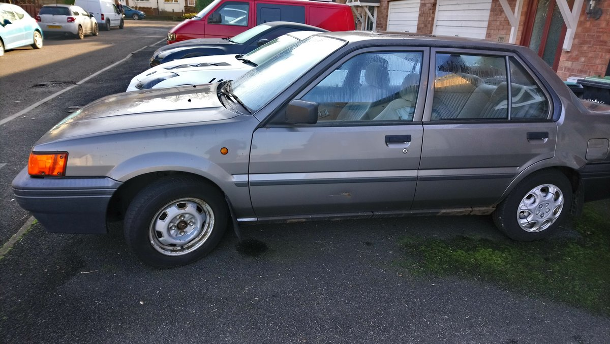 1989 Nissan Sunny - loved family car in need of care For Sale (picture 2 of 6)