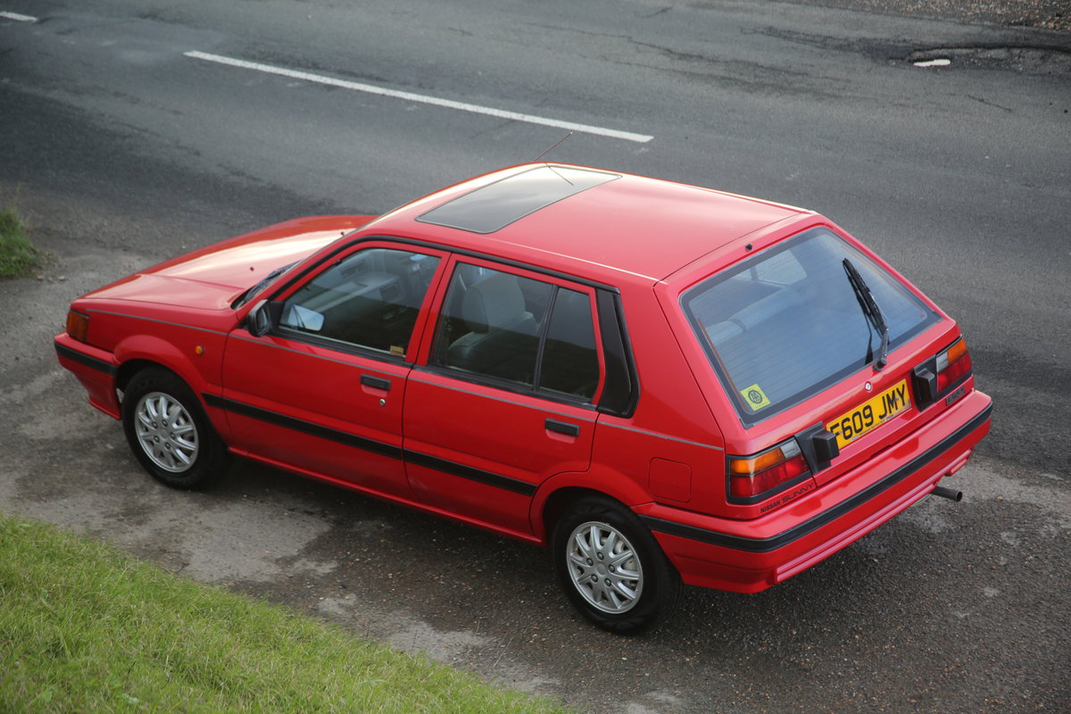 1988 Red modern Nissan classic 5 door hatchback  For Sale (picture 3 of 6)