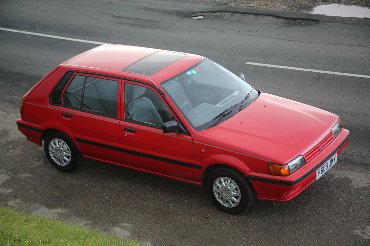 1988 Red modern Nissan classic 5 door hatchback  For Sale (picture 4 of 6)