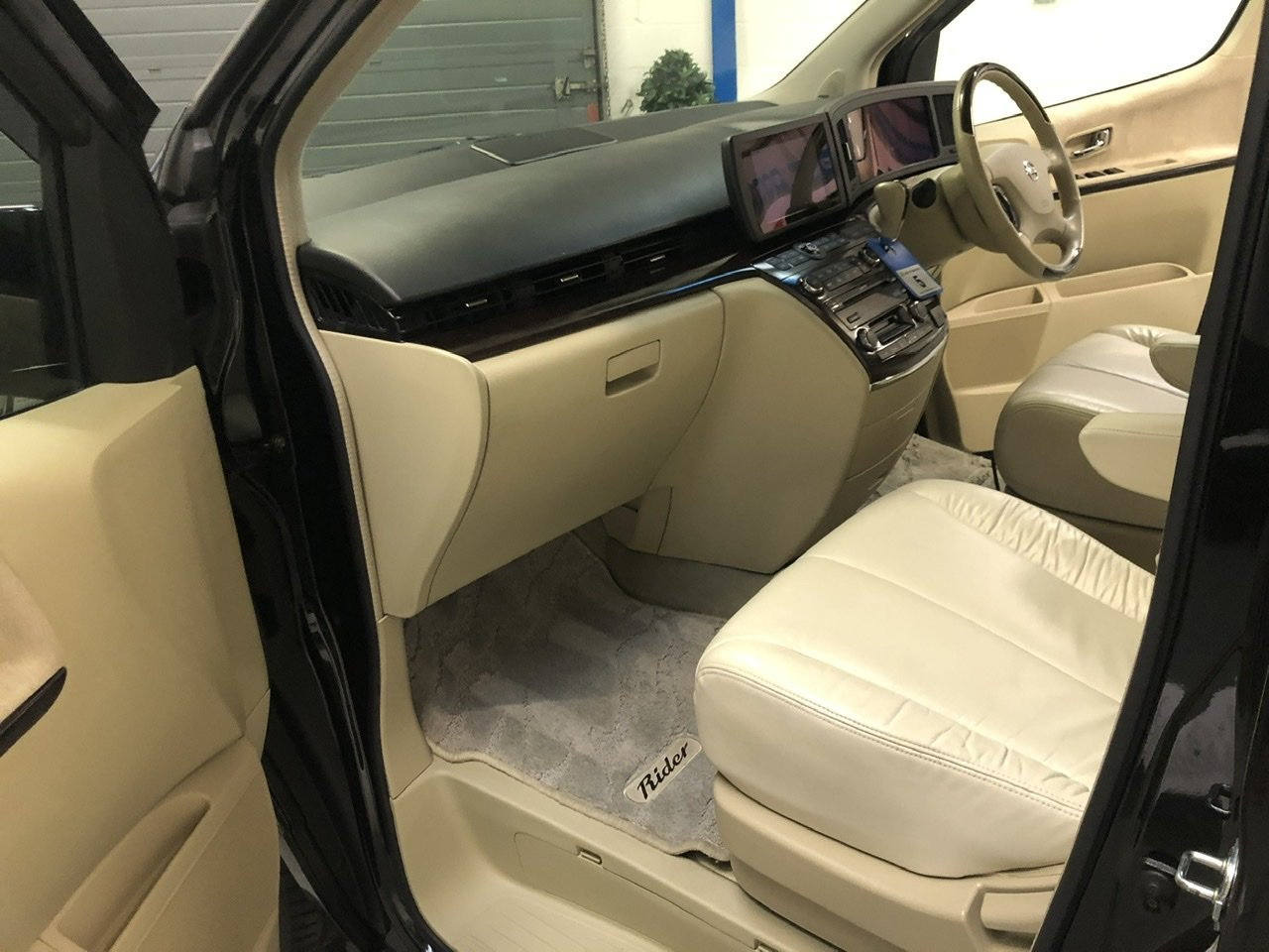 2005 NISSAN ELGRAND E51 3.5i V6 RIDER Autech, G30 Black, Series 2 For Sale (picture 6 of 6)