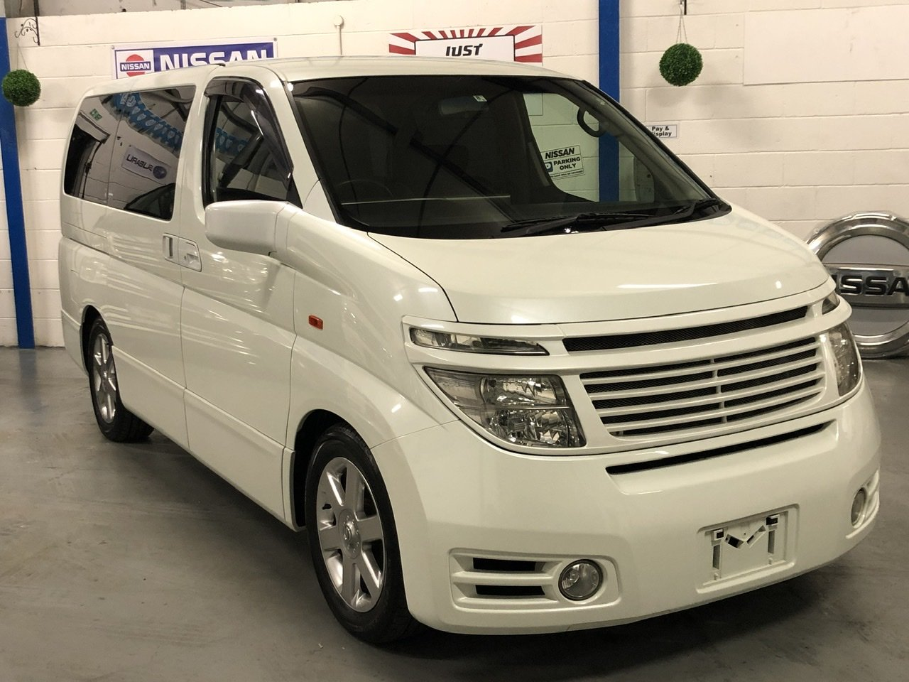 2004 NISSAN ELGRAND E51 3.5 V6 HIGHWAY STAR, White, 8 Seater MPV For Sale (picture 1 of 6)