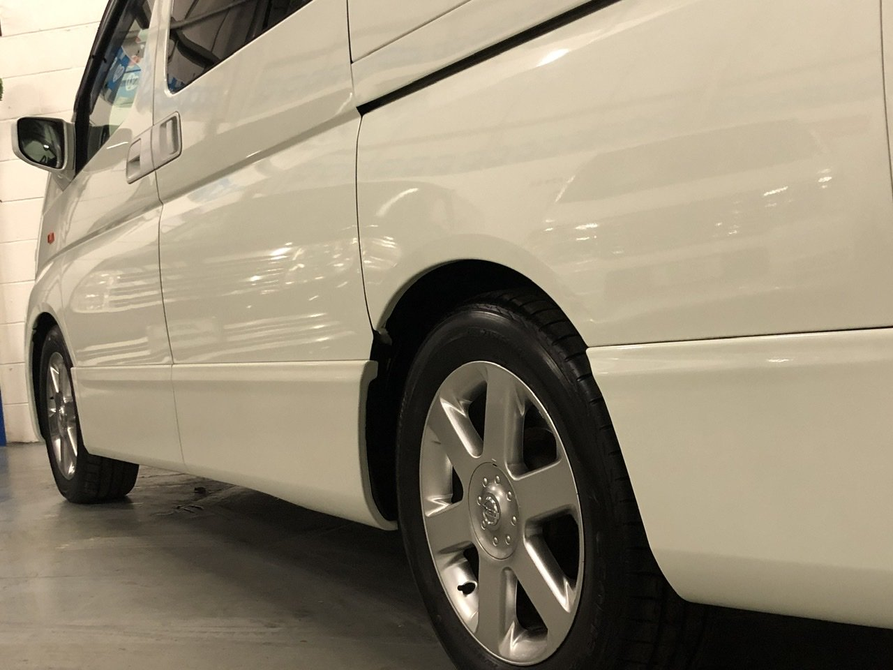 2004 NISSAN ELGRAND E51 3.5 V6 HIGHWAY STAR, White, 8 Seater MPV For Sale (picture 2 of 6)