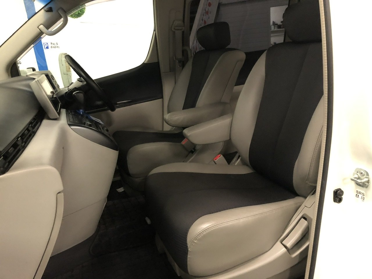 2004 NISSAN ELGRAND E51 3.5 V6 HIGHWAY STAR, White, 8 Seater MPV For Sale (picture 4 of 6)