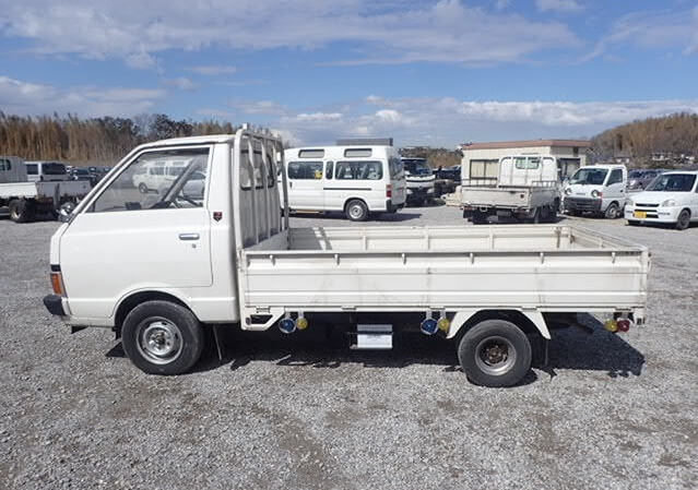 NISSAN PICKUP - 1988 - ONLY 15,500 MILES - RUST FREE TRUCK For Sale (picture 2 of 6)