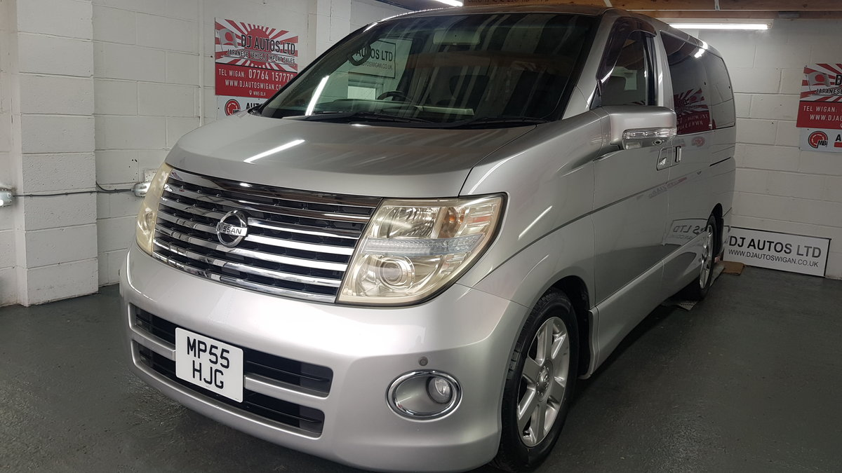 2006 Nissan Elgrand 3.5 automatic 8 seater silver day v For Sale (picture 1 of 6)