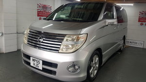 Nissan Elgrand 3.5 automatic 8 seater silver day v