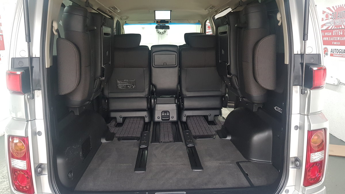 2006 Nissan Elgrand 3.5 automatic 8 seater silver day v For Sale (picture 4 of 6)