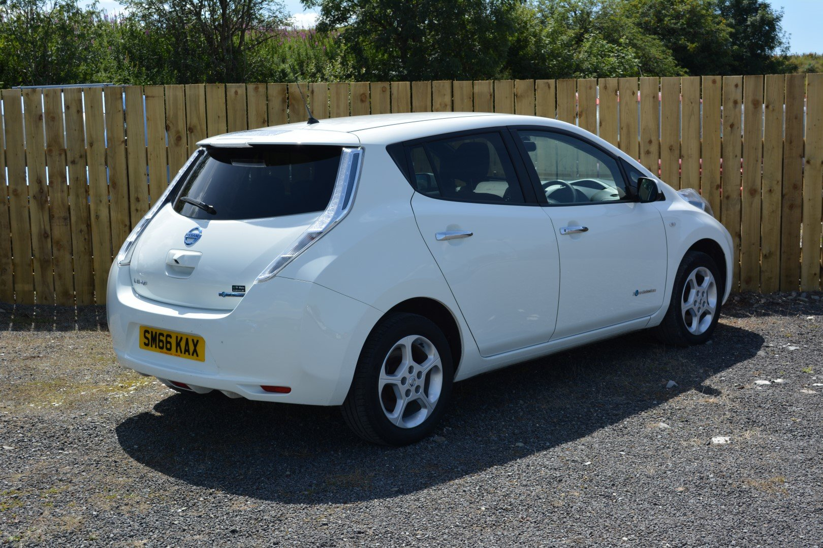2016 Nissan Leaf 30kwh - Faster 6.6kw Charger SOLD (picture 2 of 6)