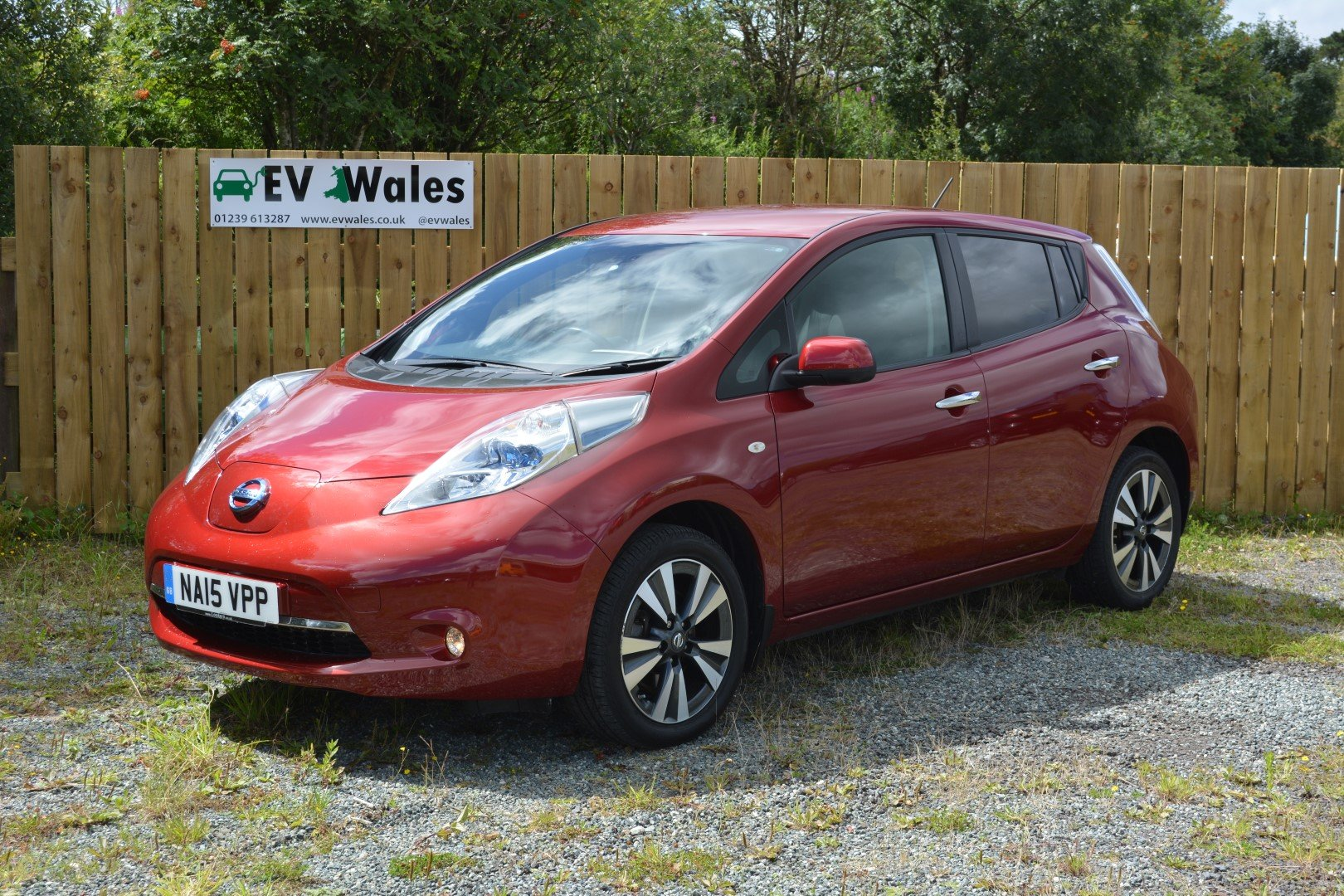 2015 Nissan Leaf Tekna 24kwh - Heated Leather - Sat Nav For Sale (picture 1 of 6)