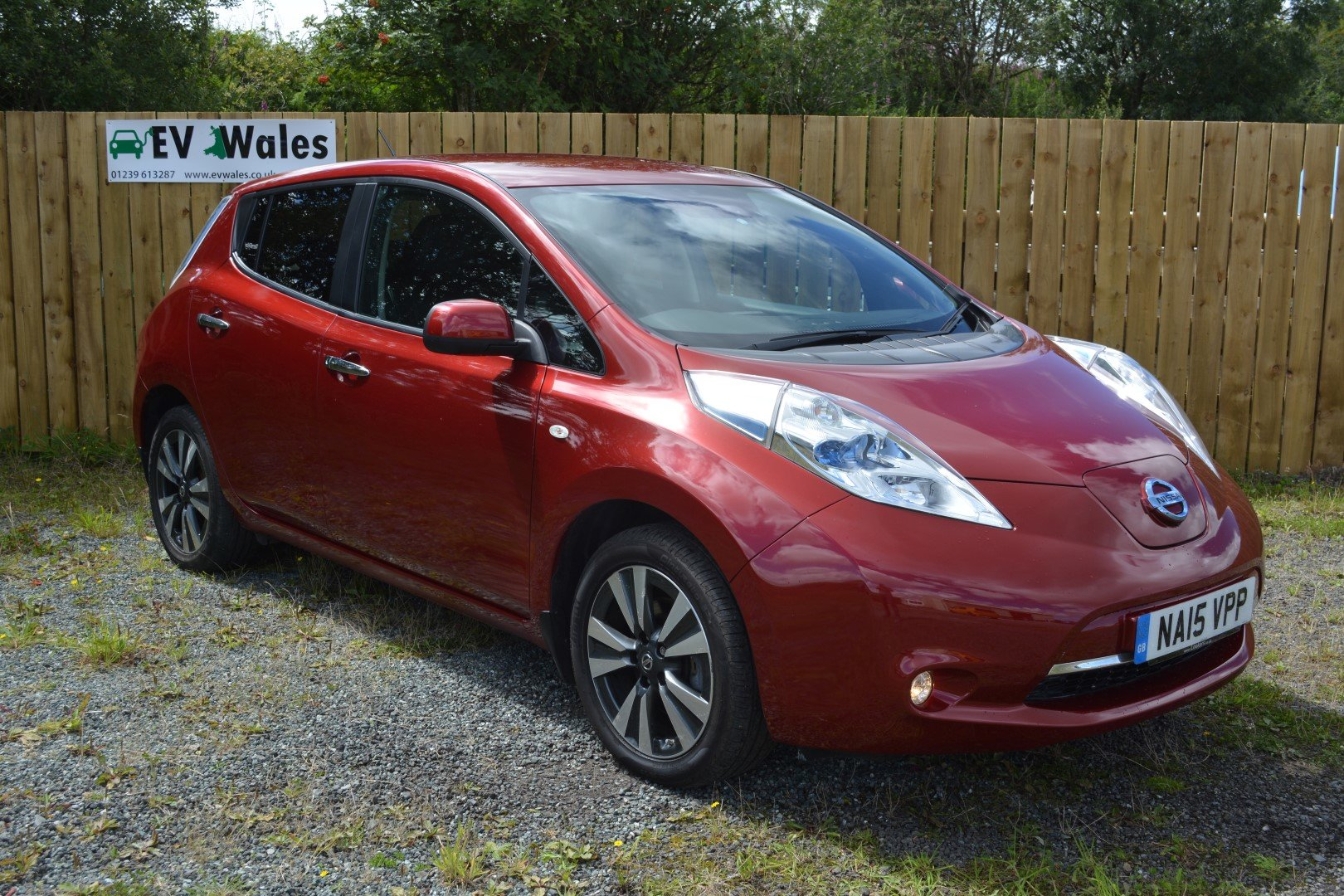 2015 Nissan Leaf Tekna 24kwh - Heated Leather - Sat Nav For Sale (picture 2 of 6)