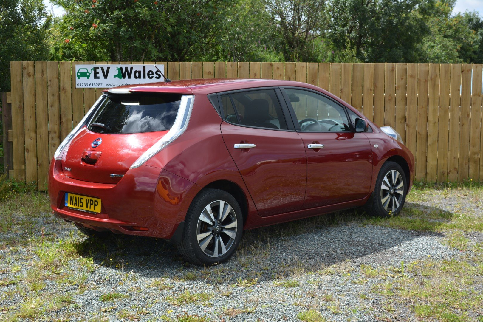 2015 Nissan Leaf Tekna 24kwh - Heated Leather - Sat Nav For Sale (picture 3 of 6)