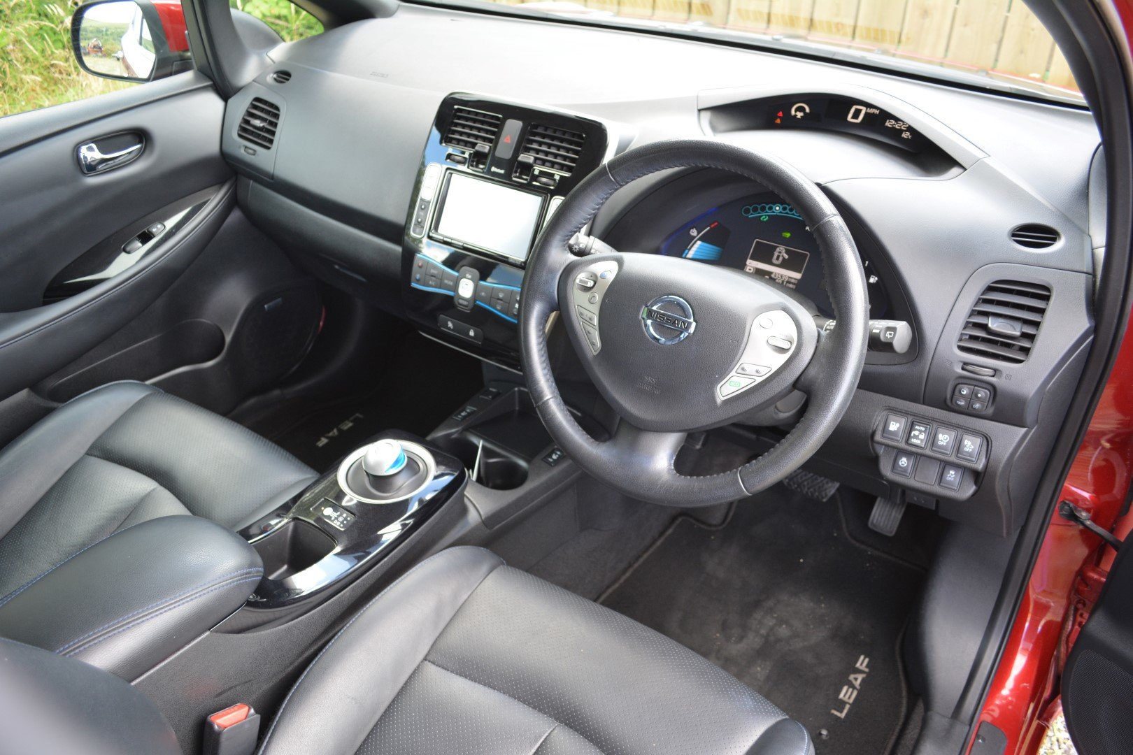 2015 Nissan Leaf Tekna 24kwh - Heated Leather - Sat Nav For Sale (picture 5 of 6)