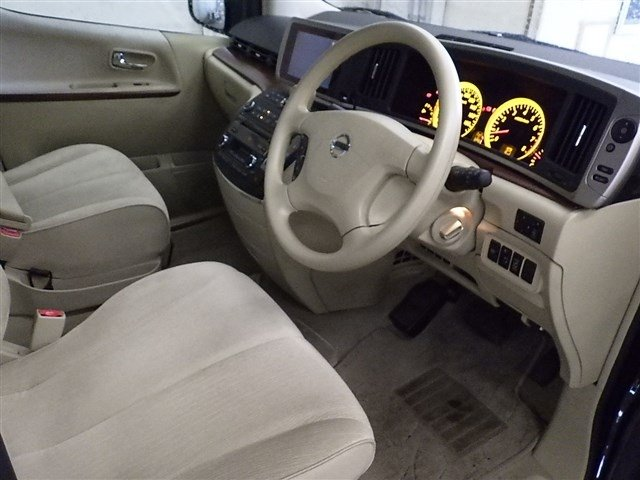 2005 NISSAN ELGRAND 3.5 VG 4X4 AUTOMATIC * 8 SEATER * For Sale (picture 4 of 6)