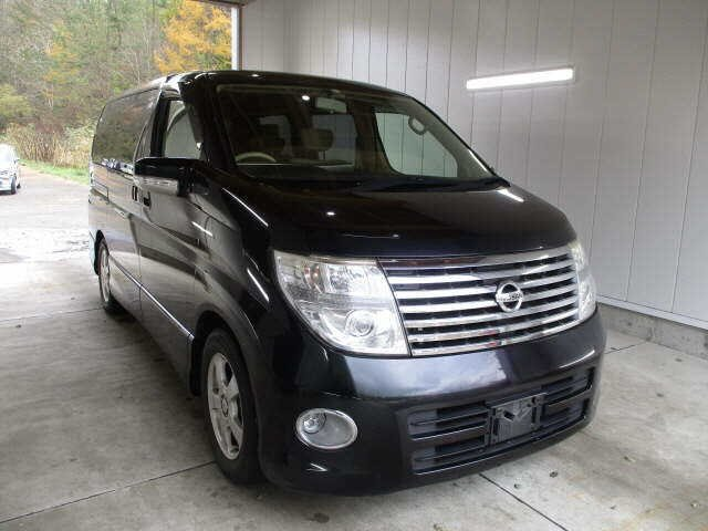 2005 NISSAN ELGRAND 2.5 HIGHWAY STAR 4X4 8 SEATER * LOW MILES For Sale (picture 2 of 5)
