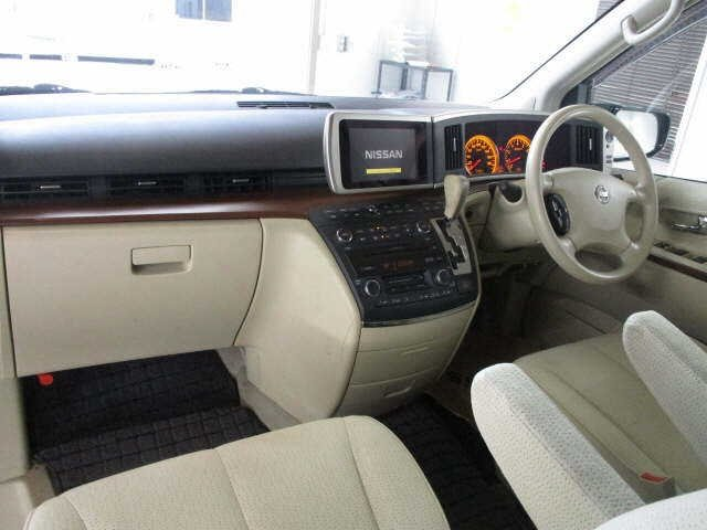 2005 NISSAN ELGRAND 2.5 HIGHWAY STAR 4X4 8 SEATER * LOW MILES For Sale (picture 4 of 5)