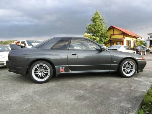 NISSAN SKYLINE GT-R (1990) 2600cc from JAPAN For Sale (picture 4 of 6)
