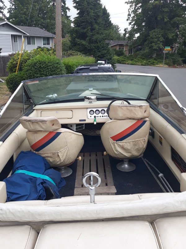 1982 Century Arabian Ski Boat - Lot 609 For Sale by Auction (picture 3 of 5)