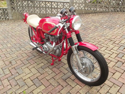 1971 NORTON TRITON 850CC 'THE RED DEVIL'  one test mile only SOLD (picture 3 of 6)