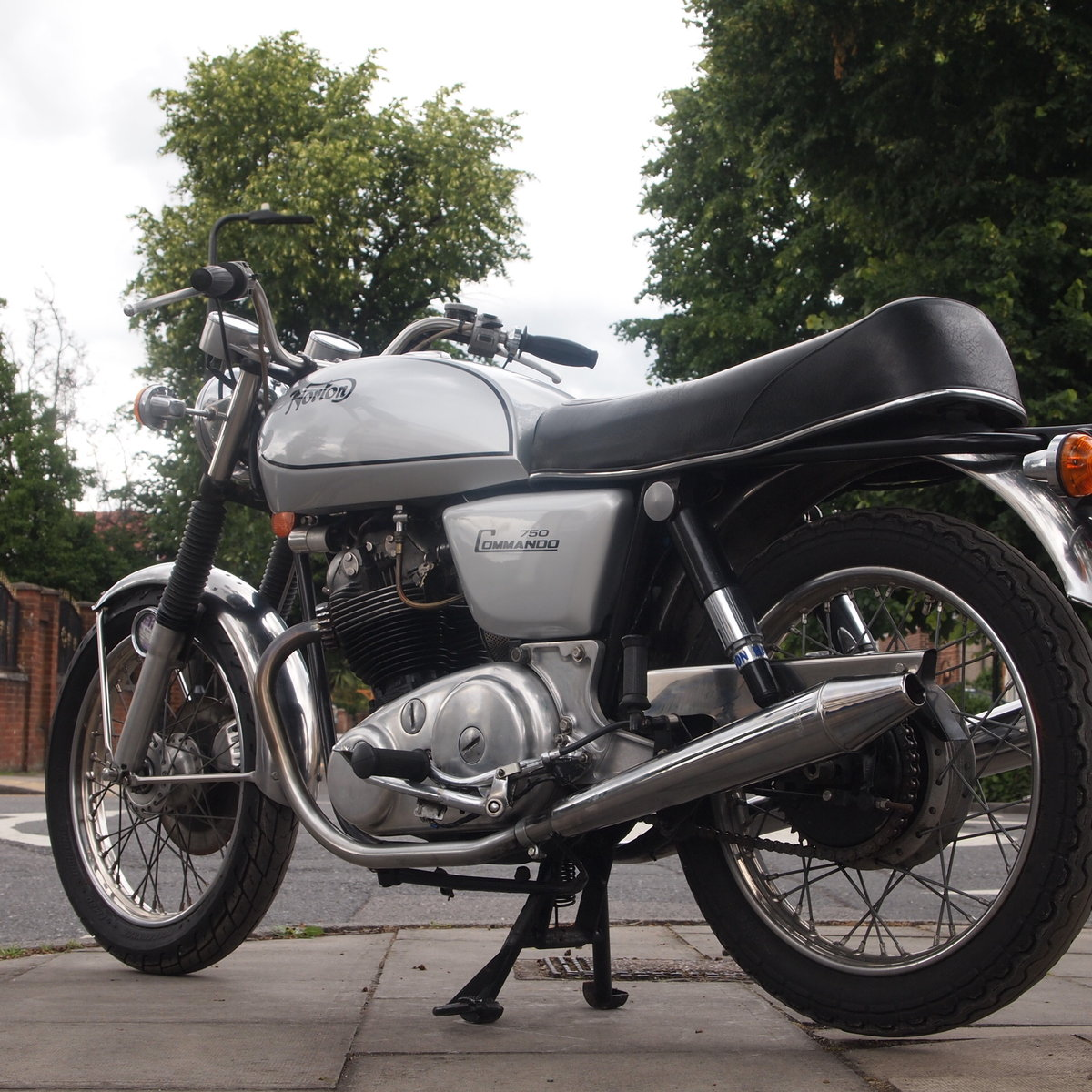 1972 750 Commando Not Used Since 2007 SOLD TO CHRIS. SOLD (picture 1 of 6)