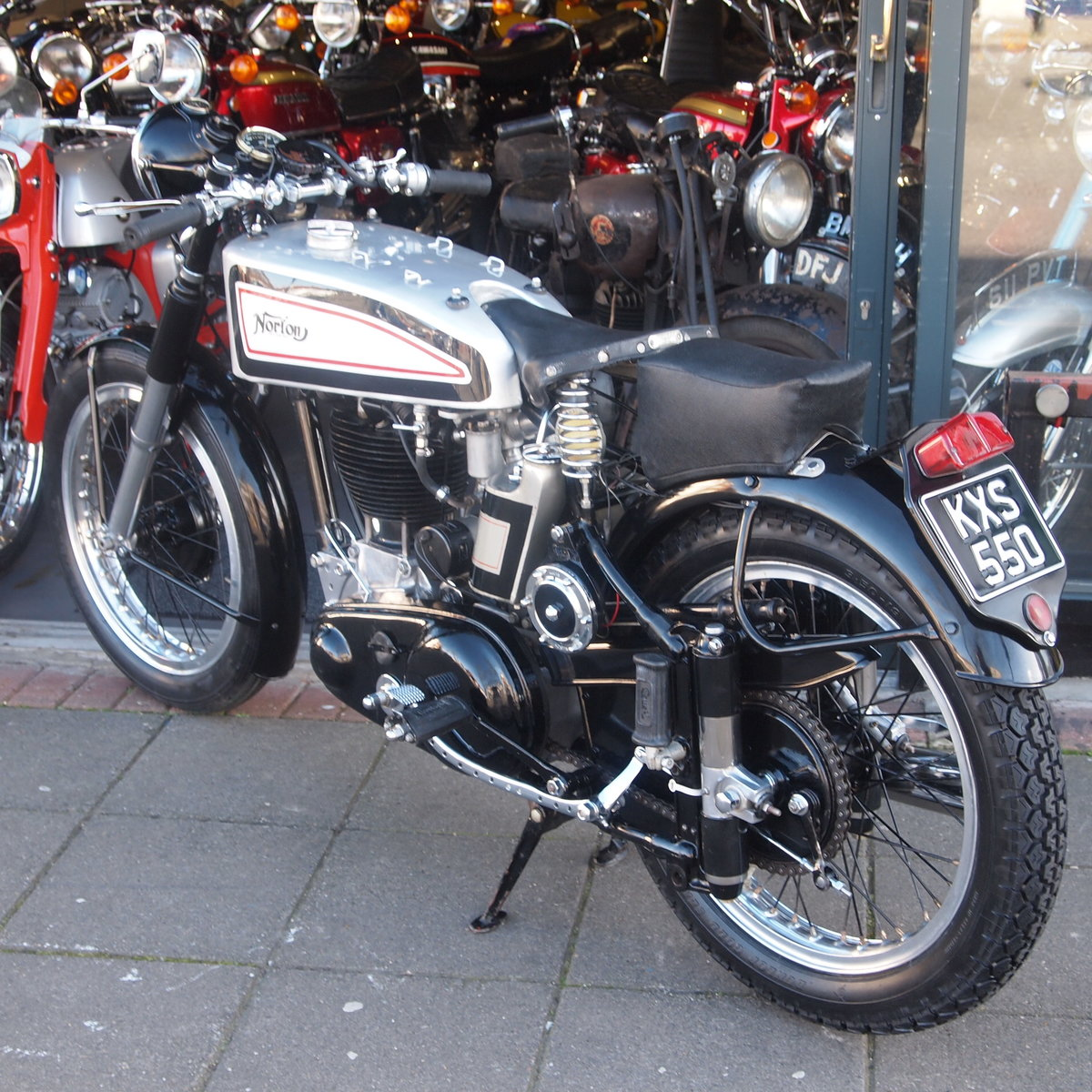 1949 Norton International Model 30 BIKE HAS BEEN RESERVED.  SOLD (picture 4 of 6)