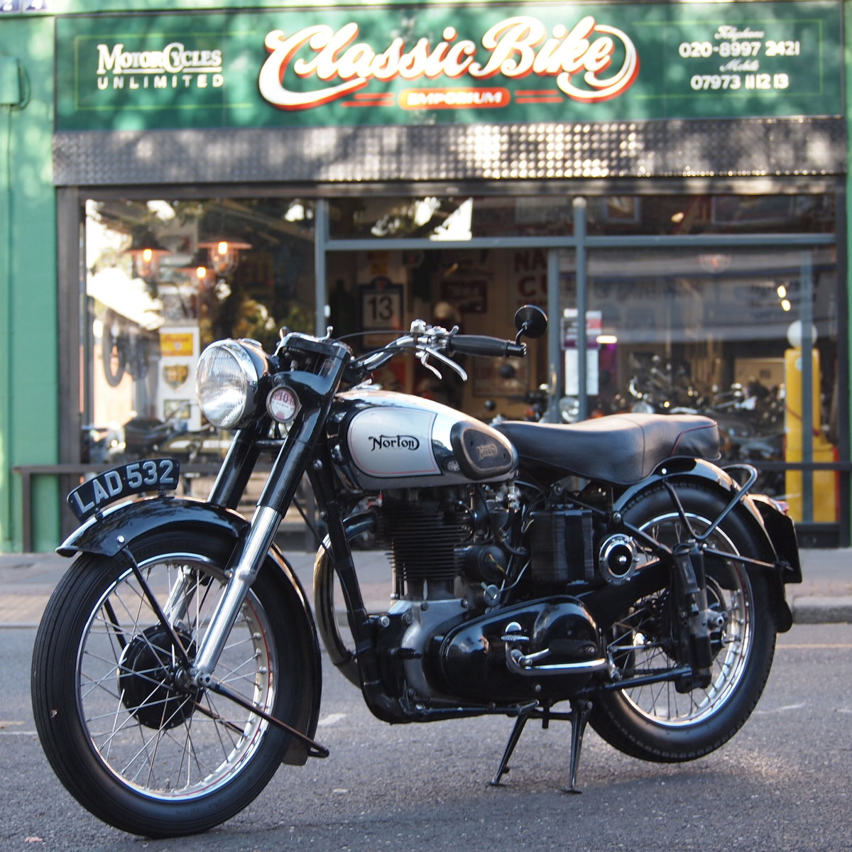 1951 Norton ES2 500 With Buff Logbook + Lots Of Bills Receipts.  SOLD (picture 1 of 6)