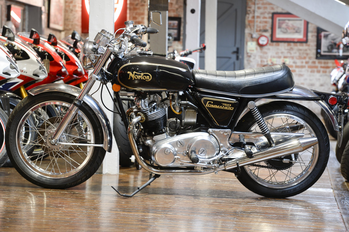 1972 Norton Commando 750 Beautifully Restored Example For Sale (picture 2 of 6)