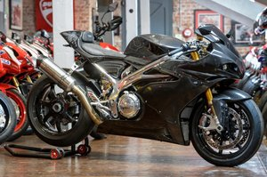 Norton V4SS CARBON ONLY 42 MILES
