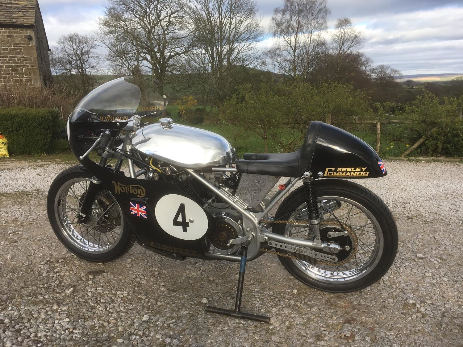 1972 Norton / Seeley 750 Commando Race Bike SOLD (picture 2 of 3)