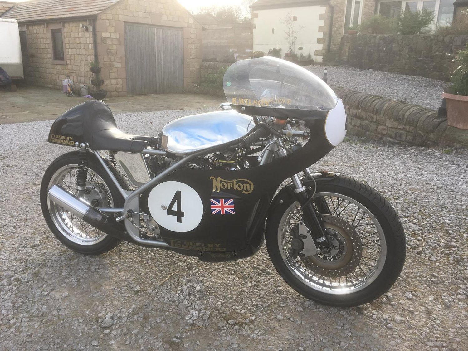 1972 Norton / Seeley 750 Commando Race Bike SOLD (picture 3 of 3)