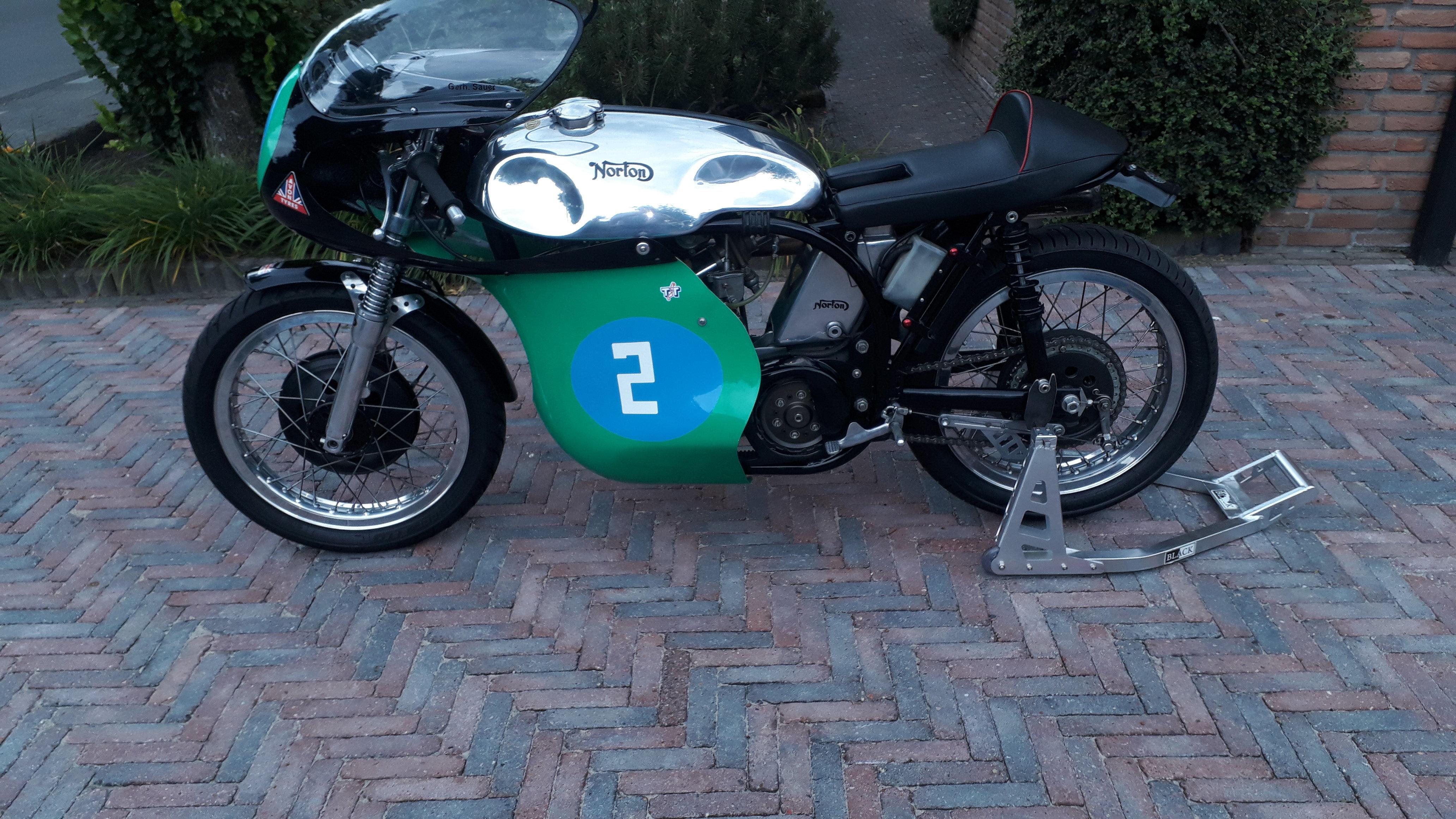 Norton manx classicracer 40m.