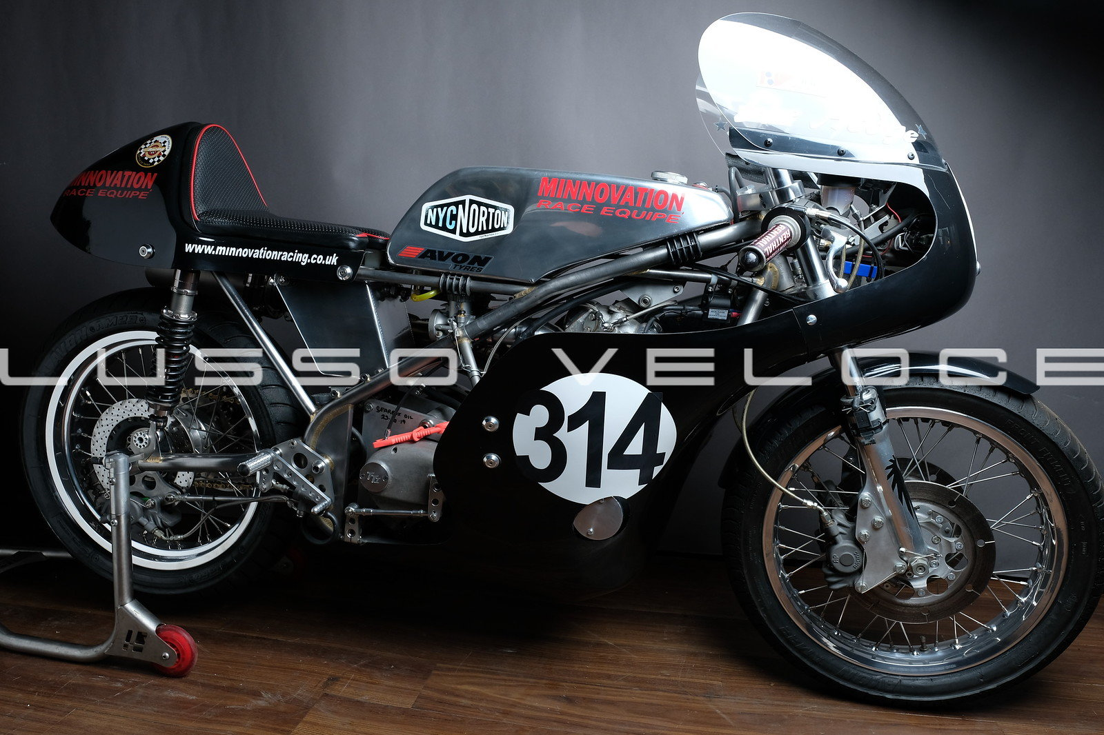 1972 Norton Seeley Commando 750 race bike For Sale (picture 1 of 20)
